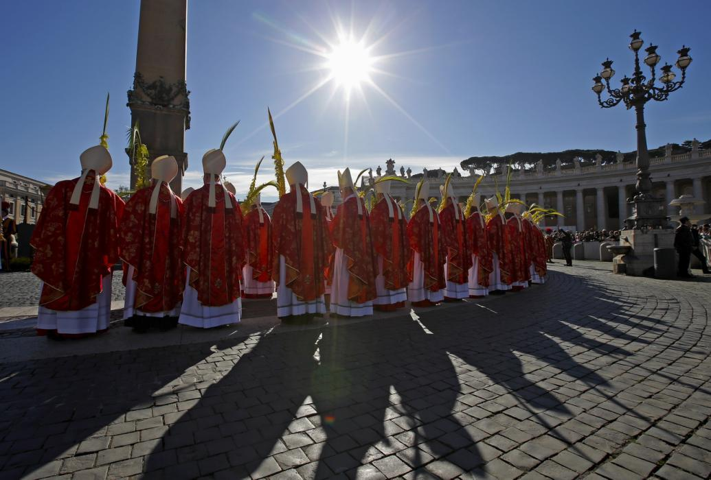 <b>Photos of the day - March 29, 2015</b> Cardinals hold palm leaves as Pope Francis leads Palm Sunday mass at the Vatican, people line the streets in the rain to watch the State funeral procession for the late Lee Kuan Yew, the first Prime Minister of Singapore, a man pulls his camel as he sits in an auto rickshaw during a dust storm in the western Indian city of Ahmedabad and Canada's goalkeeper Ann-Renee Desbiens (33) jumps over Russia's Olga Sosina during the 2015 IIHF Ice Hockey Women's World Championship are some of the photos of the day.  <b>Photos by: </b>(from top)  <b>Max Rossi/REUTERS, Suhaimi Abdullah/Getty Images,  Claudio Bresciani, TT/AP Photo, Amit Dave/REUTERS</b>  <b>See more </b> <b>photos of the day</b> <b> and our </b> <b>other slideshows</b> <b> on Yahoo News.</b>