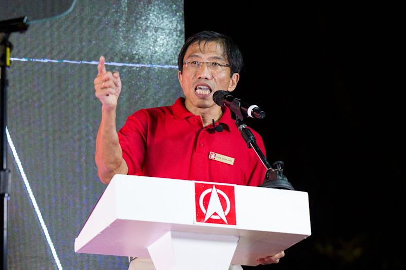 SDP secretary-general Chee Soon Juan speaking at the party's pre-election rally at Hong Lim Park on Saturday night. (PHOTO: Dhany Osman/Yahoo News Singapore)