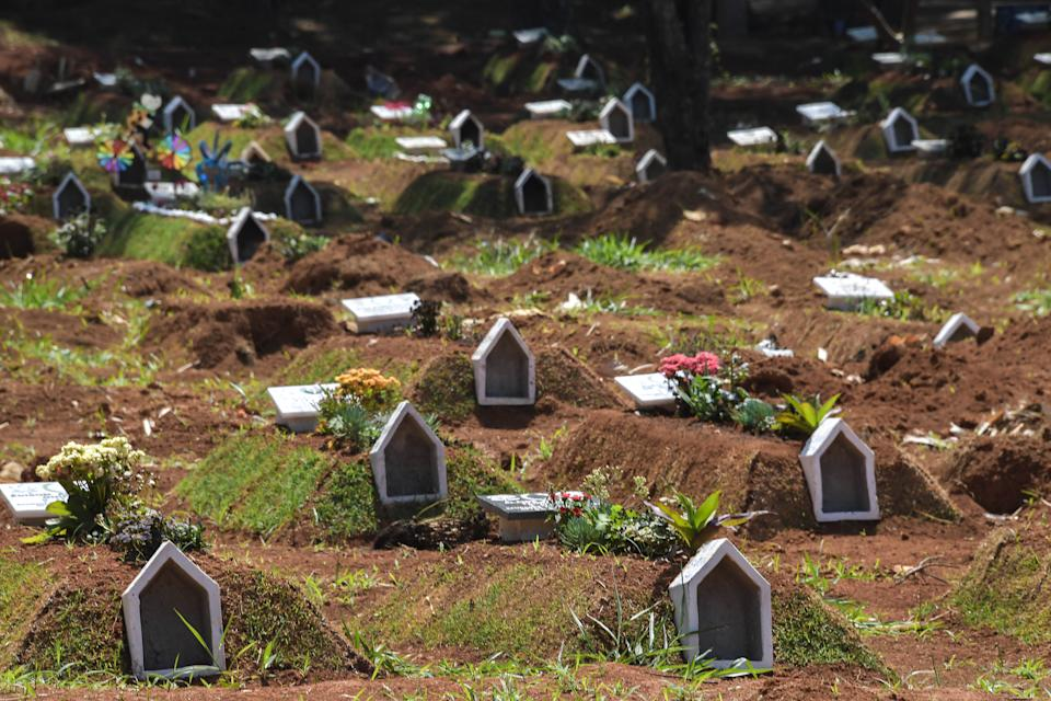 View of the Vila Formosa cemetery, in the outskirts of Sao Paulo, Brazil on September 25, 2020, amid the new coronavirus pandemic. - Brazil now has the world's second highest death toll after the United States -- nearly 140,000 fatalities -- and is still battling to bring the virus under control. (Photo by NELSON ALMEIDA / AFP) (Photo by NELSON ALMEIDA/AFP via Getty Images)