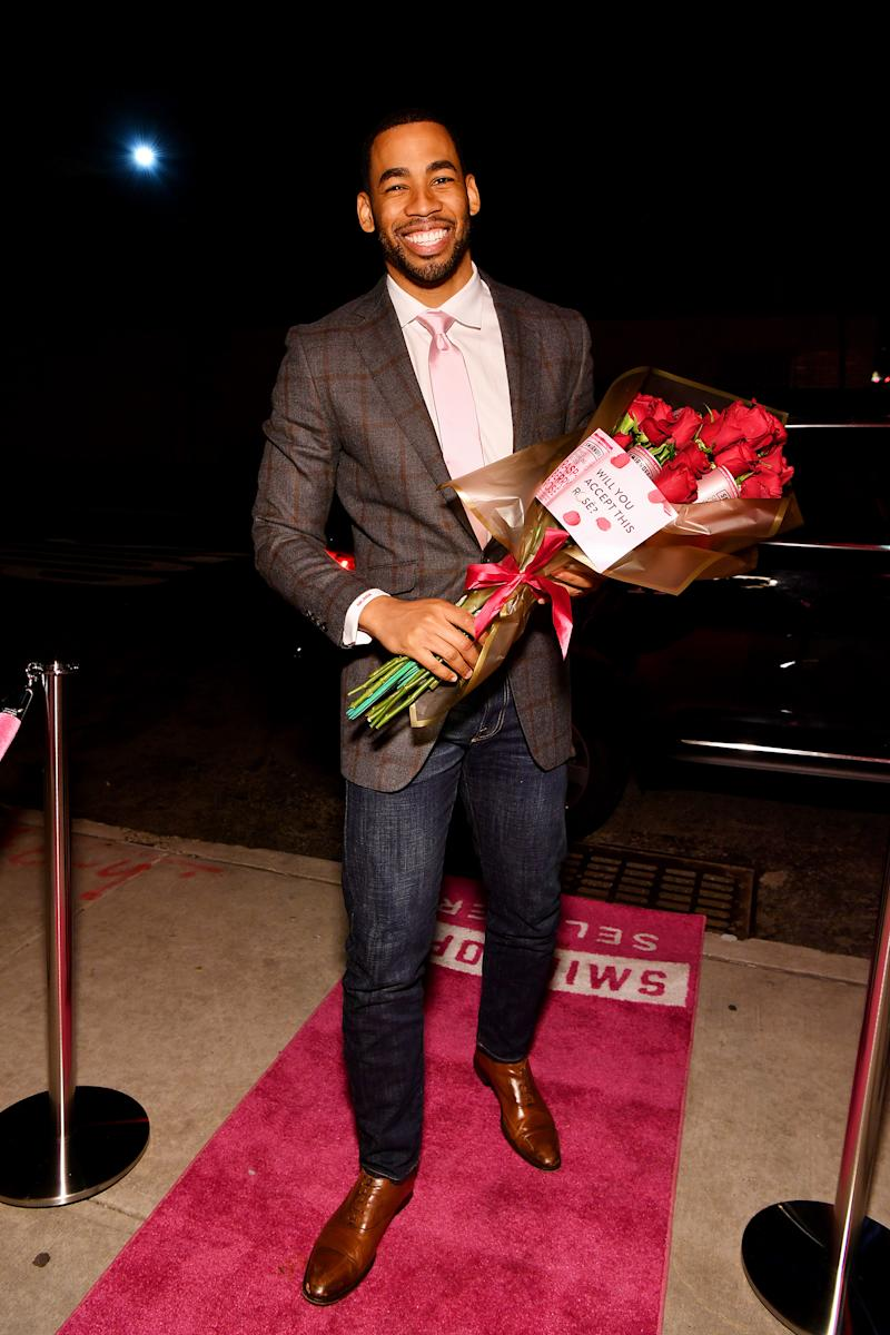 Mike Johnson joins Bachelor fans to watch episode 2 while sipping on Smirnoff Seltzer Rosè in Brooklyn on Monday, January 13th.