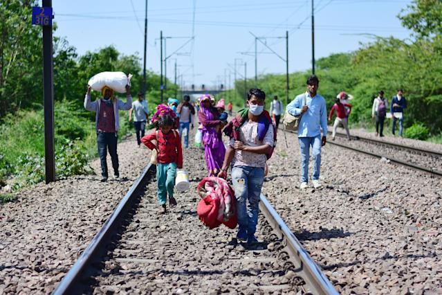 DELHI, INDIA - 2020/03/29: Migrant workers and their family members walking towards Laxmi nagar train station leaving India's capital for their villages, during the nationwide lock down. The Indian government imposed a 21 day nationwide lock down as a preventive measure against the corona virus pandemic. (Photo by Manish rajput/SOPA Images/LightRocket via Getty Images)