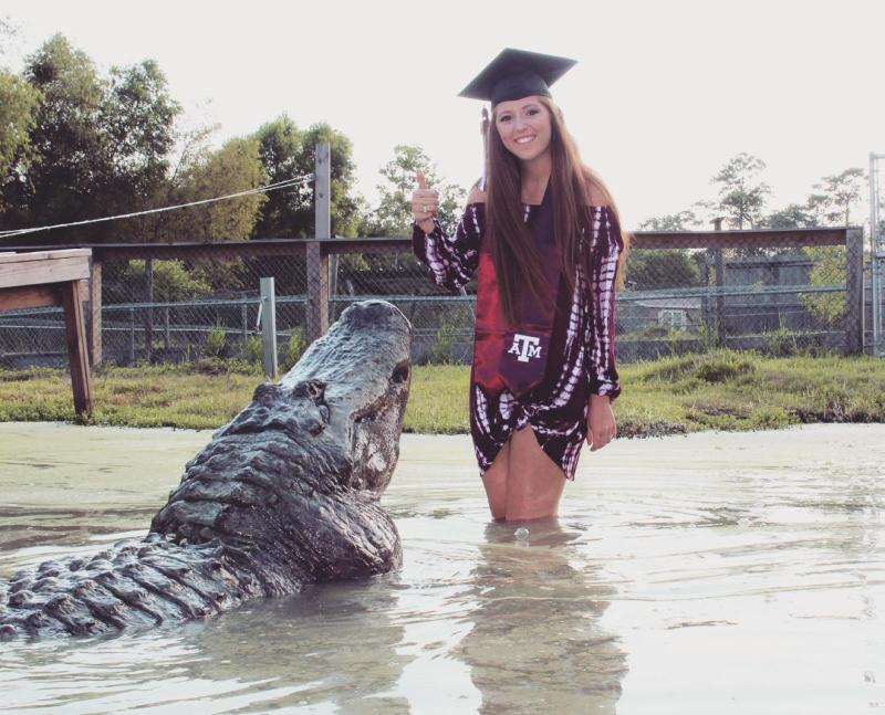 Student poses with giant gator for graduation photo