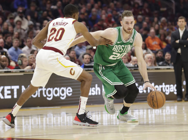 Gordon Hayward tied his career high with 39 points against the Cleveland Cavaliers Tuesday night. (AP Photo/Tony Dejak)