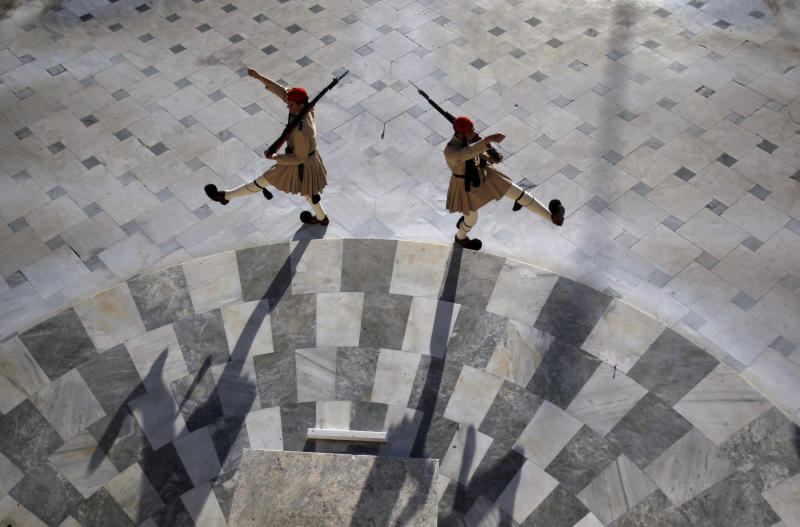 Greek Presidential Guards march at the monument of the unknown soldier in front of the Parliament,  in Athens, Tuesday, June 19 2012. Rival Greek party leaders were locked in a second day of power-sharing talks on Tuesday, with two potential minority partners voicing hope that a pro-bailout coalition government can be quickly formed after the debt-crippled country's second inconclusive election in six weeks. (AP Photo/Kostas Tsironis)