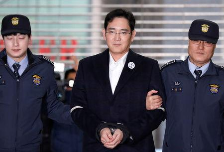 Samsung Group chief, Jay Y. Lee arrives at the office of the independent counsel team in Seoul