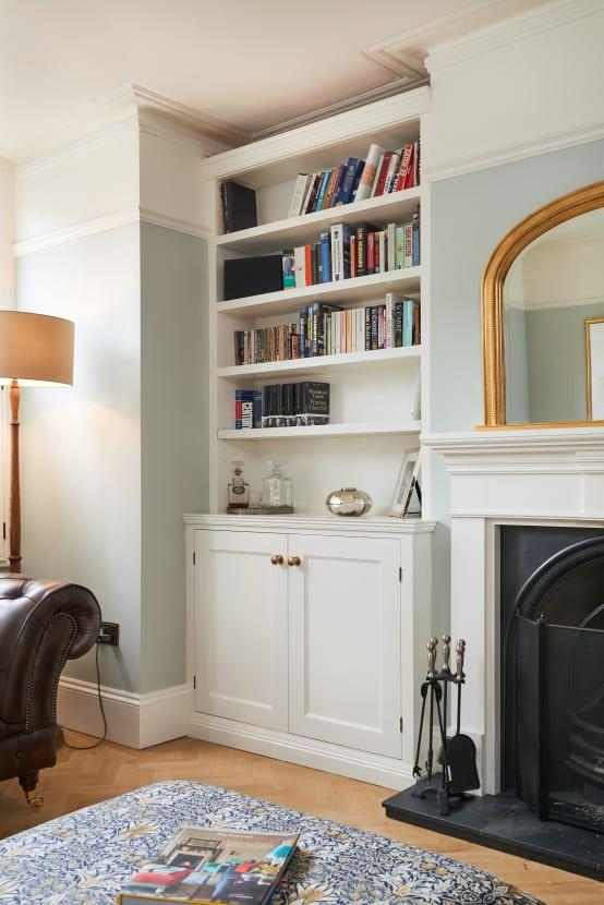 <p>Really stylish homes always put pockets of potentially wasted space to brilliant use, which is why alcove storage displays are frequently seen. The perfect place for some books, records and even art, they are as useful as they are pretty.</p>  Credits: homify / Purdom's Bespoke Furniture