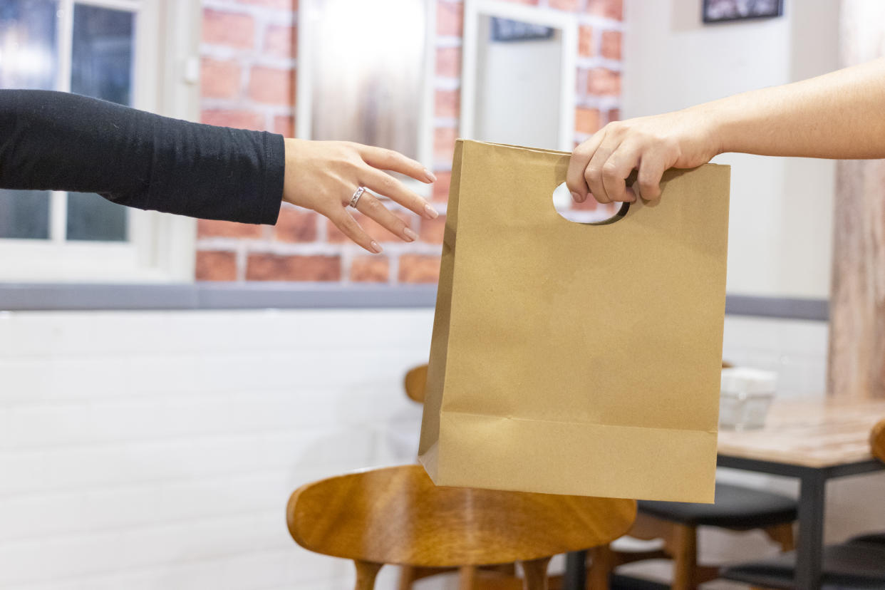 Can coronavirus be transferred from bags and packages? We asked an expert. (Photo: Getty Images)