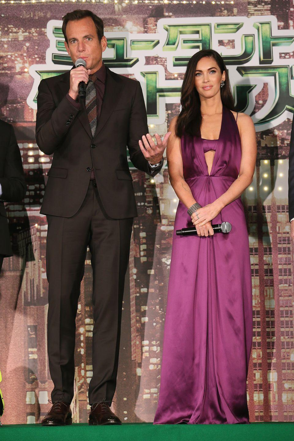 <p>Fox appeared next to actor Will Arnett at the premiere wearing a Salvatore Ferragamo magenta-coloured satin dress with a matching-coloured bralette. </p>