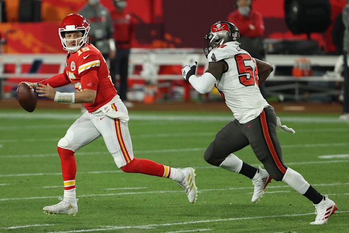 TAMPA, FLORIDA - FEBRUARY 07: Patrick Mahomes #15 of the Kansas City Chiefs looks to pass against Shaquil Barrett #58 of the Tampa Bay Buccaneers in Super Bowl LV at Raymond James Stadium on February 07, 2021 in Tampa, Florida. (Photo by Patrick Smith/Getty Images)