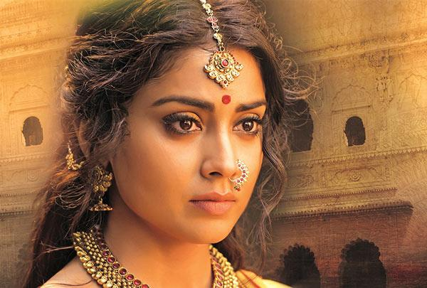 """<p>She is a trained Kathak dancer and aspired to become a full-time classical dancer, but life had different plans for her when she was spotted by Ramoji Studios in a music video– Renoo Nathan's """"Thirakti Kyun Hawa"""". She was offered the lead role in the Telugu film 'Ishtam'. After which she starred in the superhit Telugu film 'Santhosham'. </p>"""