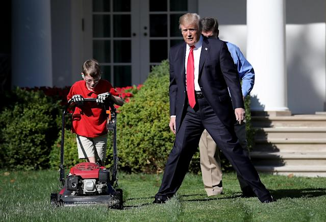 """<p>President Donald Trump (R) watches as 11-year-old Frank """"FX"""" Giaccio (L) mows the grass in the Rose Garden of the White House September 15, 2017 in Washington, DC. Giaccio, from Falls Church, Virginia, who runs a business called FX Mowing, wrote a letter to Trump expressing admiration for Trump's business background and offered to mow the White House grass. (Photo: Win McNamee/Getty Images) </p>"""