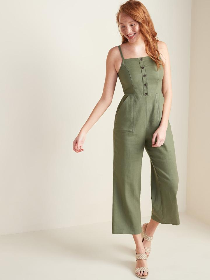 "<p>The buttons on the front of this <a href=""https://www.popsugar.com/buy/Sleeveless-Button-Front-Linen-Blend-Jumpsuit-555558?p_name=Sleeveless%20Button-Front%20Linen-Blend%20Jumpsuit&retailer=oldnavy.gap.com&pid=555558&price=45&evar1=fab%3Auk&evar9=47296622&evar98=https%3A%2F%2Fwww.popsugar.com%2Ffashion%2Fphoto-gallery%2F47296622%2Fimage%2F47296697%2FOld-Navy-Sleeveless-Button-Front-Linen-Blend-Jumpsuit&list1=shopping%2Cold%20navy%2Cjumpsuits&prop13=api&pdata=1"" rel=""nofollow"" data-shoppable-link=""1"" target=""_blank"" class=""ga-track"" data-ga-category=""Related"" data-ga-label=""https://oldnavy.gap.com/browse/product.do?pid=551897002&amp;cid=1134873&amp;pcid=1051876&amp;vid=1&amp;grid=pds_2_62_1#pdp-page-content"" data-ga-action=""In-Line Links"">Sleeveless Button-Front Linen-Blend Jumpsuit</a> ($45) are a fun detail.</p>"