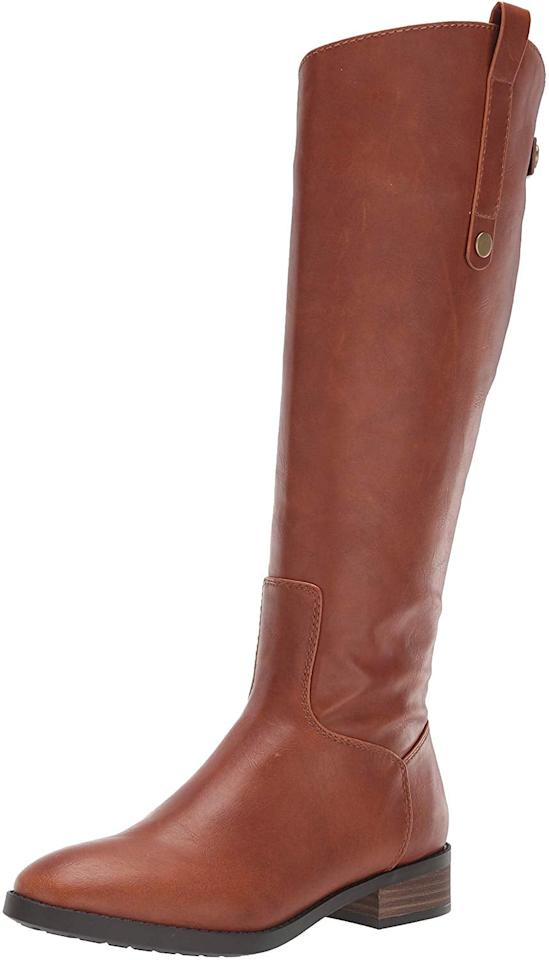 "<p>You can also get these cute <a href=""https://www.popsugar.com/buy/Amazon-Essentials-Volt-Fashion-Boots-508965?p_name=Amazon%20Essentials%20Volt%20Fashion%20Boots&retailer=amazon.com&pid=508965&price=39&evar1=fab%3Aus&evar9=46828287&evar98=https%3A%2F%2Fwww.popsugar.com%2Fphoto-gallery%2F46828287%2Fimage%2F46828647%2FAmazon-Essentials-Volt-Fashion-Boots&list1=shopping%2Cfall%20fashion%2Camazon%2Cwinter%20fashion&prop13=api&pdata=1"" rel=""nofollow"" data-shoppable-link=""1"" target=""_blank"" class=""ga-track"" data-ga-category=""Related"" data-ga-label=""https://www.amazon.com/Amazon-Essentials-Womens-Volt-Fashion/dp/B07S64KQV4/ref=sr_1_10?dchild=1&amp;qid=1572455363&amp;s=apparel&amp;sr=1-10&amp;th=1&amp;psc=1"" data-ga-action=""In-Line Links"">Amazon Essentials Volt Fashion Boots</a> ($39) in black.</p>"