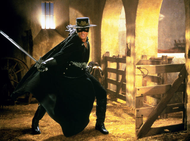 Antonio Banderas as the titular swordsman in <i>The Mask of Zorro</i>. (Photo: Columbia/courtesy Everett Collection)