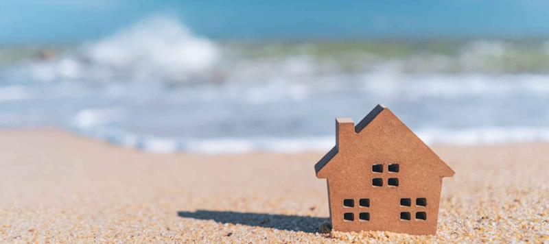Low Mortgage Rates Spark a Refinance Wave. Should You Refi?