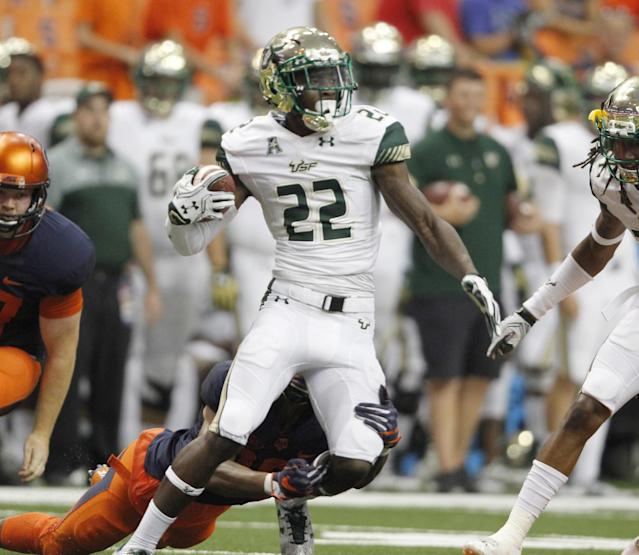 """<a class=""""link rapid-noclick-resp"""" href=""""/ncaaf/players/227586/"""" data-ylk=""""slk:Hassan Childs"""">Hassan Childs</a> has appeared in 28 games during his USF career. (AP Photo/Nick Lisi)"""