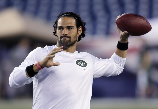 New York Jets quarterback Mark Sanchez, who normally throws right-handed, throws a pass with his left hand before an NFL football game between the New England Patriots and the Jets on Thursday, Sept. 12, 2013, in Foxborough. (AP Photo/Charles Krupa)