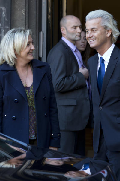 European right-wing politiciains Dutchman Geert Wilders, right, and France's Marine Le Pen, left, pose for photographers in The Hague, Wednesday Nov. 13, 2013, prior to meeting for talks likely to focus on next year's European elections. (AP Photo/Peter Dejong)
