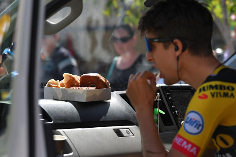 George Bennett grabs a bite before the stage