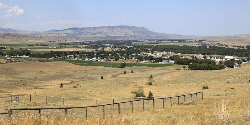 """<p><strong>Best Western Town</strong></p><p>Livingston, 20 miles east of Bozeman, embodies the spirit of the Old West. Spend your days hiking, fly-fishing, and horseback riding amid Big Sky Country. Stay at the historic Murray Hotel, once frequented by Buffalo Bill and Calamity Jane, and dig in to a wood-fired oven pizza at <a href=""""https://go.redirectingat.com?id=74968X1596630&url=https%3A%2F%2Fwww.tripadvisor.com%2FRestaurant_Review-g45253-d3315182-Reviews-Gil_s_Goods-Livingston_Montana.html&sref=https%3A%2F%2Fwww.countryliving.com%2Flife%2Fg37186621%2Fbest-places-to-experience-and-visit-in-the-usa%2F"""" rel=""""nofollow noopener"""" target=""""_blank"""" data-ylk=""""slk:Gil's Goods"""" class=""""link rapid-noclick-resp"""">Gil's Goods</a>. </p><p><strong><em>Where to Stay: </em></strong><a href=""""https://go.redirectingat.com?id=74968X1596630&url=https%3A%2F%2Fwww.tripadvisor.com%2FHotel_Review-g45253-d91303-Reviews-Yellowstone_Pioneer_Lodge-Livingston_Montana.html&sref=https%3A%2F%2Fwww.countryliving.com%2Flife%2Fg37186621%2Fbest-places-to-experience-and-visit-in-the-usa%2F"""" rel=""""nofollow noopener"""" target=""""_blank"""" data-ylk=""""slk:Yellowstone Pioneer Lodge"""" class=""""link rapid-noclick-resp"""">Yellowstone Pioneer Lodge</a>, <a href=""""https://go.redirectingat.com?id=74968X1596630&url=https%3A%2F%2Fwww.tripadvisor.com%2FHotel_Review-g45253-d97237-Reviews-Murray_Hotel-Livingston_Montana.html&sref=https%3A%2F%2Fwww.countryliving.com%2Flife%2Fg37186621%2Fbest-places-to-experience-and-visit-in-the-usa%2F"""" rel=""""nofollow noopener"""" target=""""_blank"""" data-ylk=""""slk:The Murray Hotel"""" class=""""link rapid-noclick-resp"""">The Murray Hotel</a></p>"""