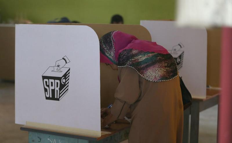 A voters casts her vote at SK Taman Maluri in Cheras May 9, 2018. ― Picture by Razak Ghazali