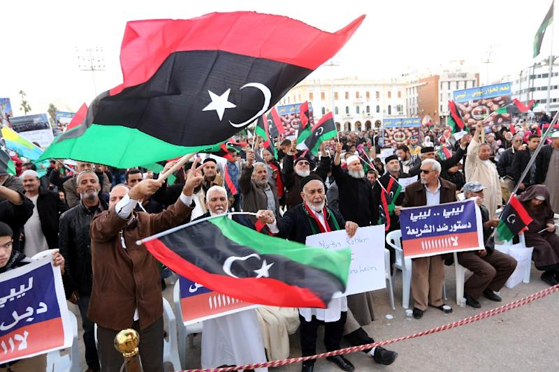 Protesters wave national flags during a demonstration in the Libyan capital Tripoli on December 18, 2015 against an UN-sponsored agreement on forming a national unity government (AFP Photo/Mahmud Turkia)