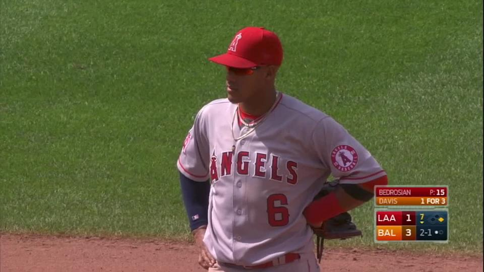 Yunel Escobar ejected after insulting ump with infield drawing