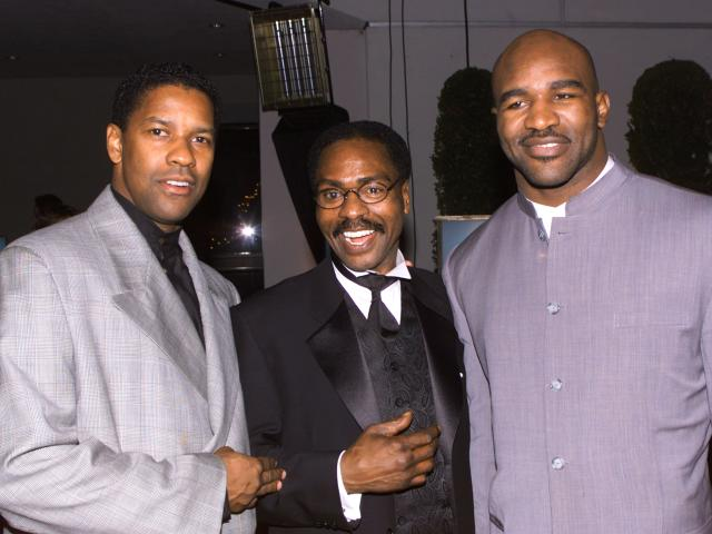 """Rubin """"Hurricane"""" Carter (C) poses with actor Denzel Washington (L) and boxing champion Evander Holyfield at the premier of the film """"The Hurricane"""" in this file photo taken in Los Angeles December 14, 1999. Carter died on April 20, 2014, in Toronto after a battle with prostate cancer. He was 76. REUTERS/Fred Prouser/Files (UNITED STATES - Tags: ENTERTAINMENT SPORT OBITUARY)"""