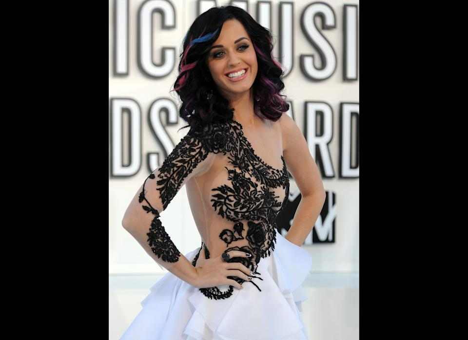 Singer Katy Perry arrives on the red carpet for the 2010 MTV Video Music Awards at the Nokia Theater in Los Angeles on Sepetember 12, 2010.   AFP PHOTO / ROBYN BECK (Photo credit should read ROBYN BECK/AFP/Getty Images)