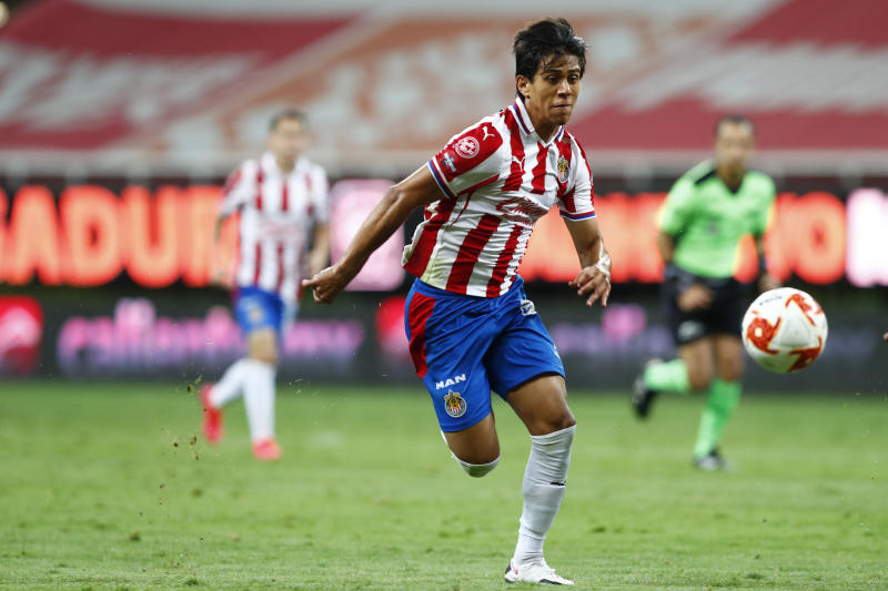 GUADALAJARA, MEXICO - SEPTEMBER 08: José Macías #09 of Chivas drives the ball during the 9th round match between Chivas and Queretaro as part of the Torneo Guard1anes 2020 Liga MX at La Akron Stadium on September 8, 2020 in Guadalajar, Mexico. (Photo by Refugio Ruiz/Getty Images)