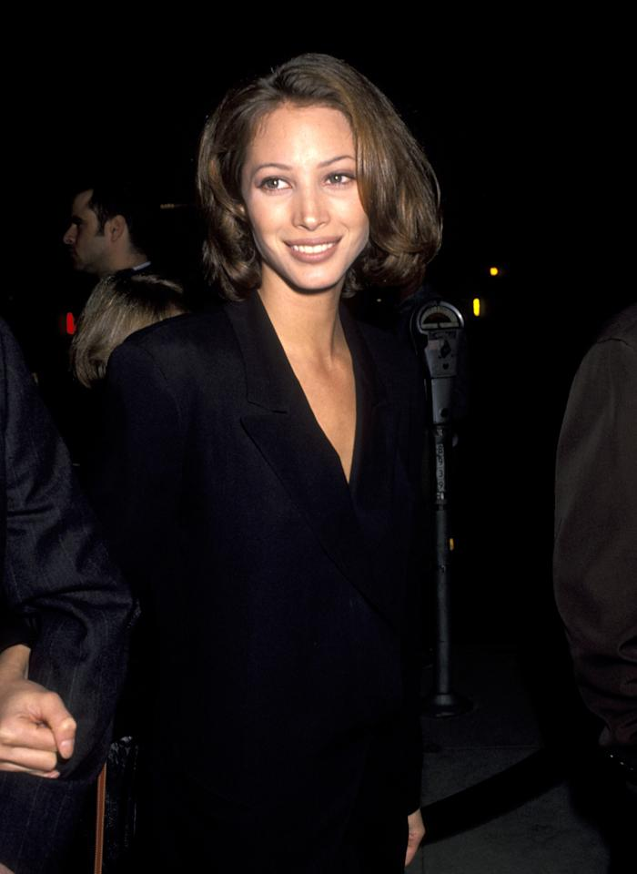 <p>Turlington wears her hair in soft curls with a nude lip at the <em>Bugsy</em> Los Angeles film premiere. (1991)</p>