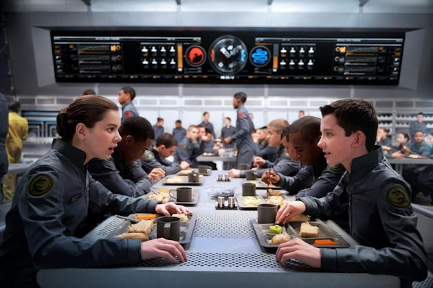 Hailee Steinfeld and Asa Butterfield in Ender's Game