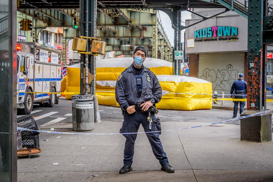 BROOKLYN, NEW YORK, UNITED STATES - 2020/04/29: NYPD officer wearing a protective mask on April 29, 2020. (Photo by Erik McGregor/LightRocket via Getty Images)