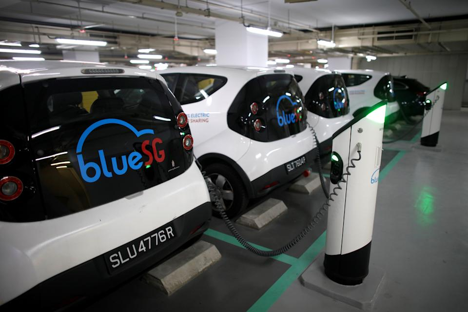 BlueSG electric car sharing vehicles are docked at a shopping mall in Singapore April 16, 2018.      REUTERS/Thomas White