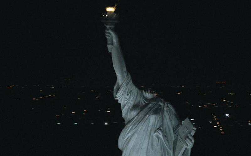 Lady Liberty loses her head in 2008's 'Cloverfield' (credit: Paramount)