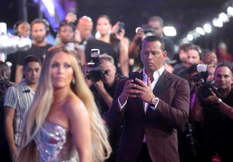 2018 MTV Video Music Awards - Arrivals - Radio City Music Hall, New York, U.S., August 20, 2018. - Jennifer Lopez and Alex Rodriguez. REUTERS/Carlo Allegri      TPX IMAGES OF THE DAY