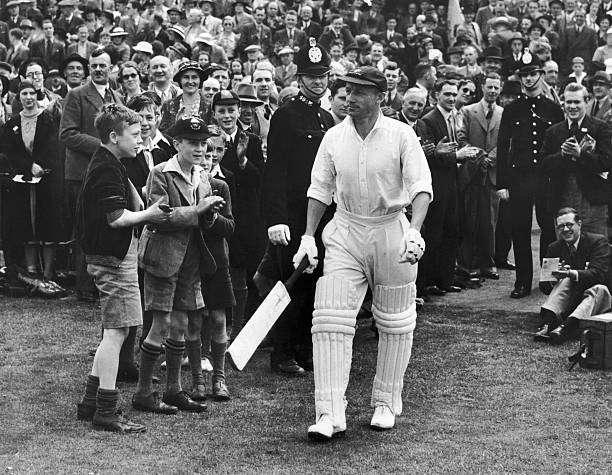 August 1938: Spectators clapping Australian cricketer Sir Don Bradman (1908 - 2001) as he comes out during the 4th Test Match at Headingley, Leeds. Sir Donald Bradman was the first cricketer to be knighted in 1949 for his services to cricket. (Photo by Fox Photos/Getty Images)