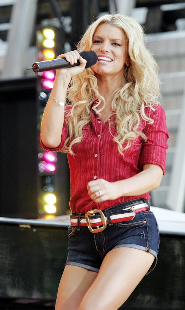"Singer and actress Jessica Simpson performs on ABC's ""Good Morning America"" summer concert series in New York's Bryant Park, Friday, August 5, 2005. Simpson's new film ""The Dukes of Hazzard"" opens today in the United States. (AP Photo/Jeff Christensen)"