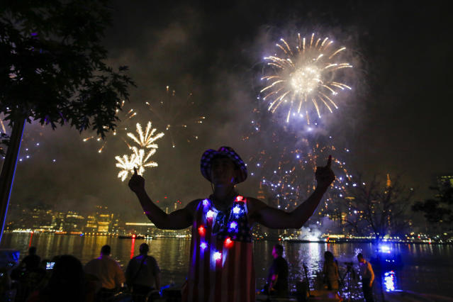 <p>People watch the Macy's Fourth of July Fireworks from Hunter Point Park on July 4, 2018 in New York City. (Photo: Eduardo Munoz Alvarez/Getty Images) </p>