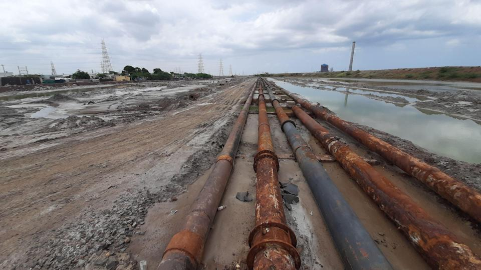 """<div class=""""paragraphs""""><p>NCTPS uses pipelines to transport coal across the Kosasthalaiyar river in Ennore in Tamil Nadu's Thiruvallur district and also redirects the ash slurry into the ash pond in Seppakkam.</p></div>"""