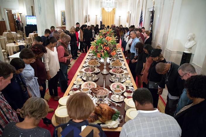 President Obama leads a prayer before hosting Thanksgiving dinner in 2016 for family and friends on the State Floor of the White House. (Official White House photo by Pete Souza)