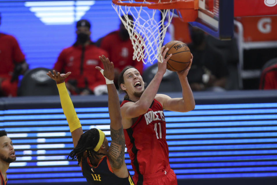 Houston Rockets center Kelly Olynyk, right, shoots against Golden State Warriors guard Damion Lee during the first half of an NBA basketball game in San Francisco, Saturday, April 10, 2021. (AP Photo/Jed Jacobsohn)