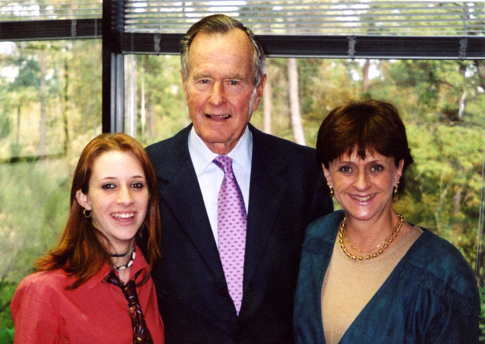 Roslyn Corrigan (L), former president George H.W. Bush (C) and Sari Young (R) at the November 2003 event where Corrigan says Bush groped her.