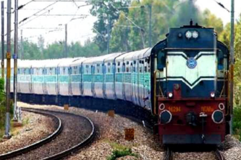 After Protest, Southern Rlys Withdraws Order Asking Officials to Communicate Only in English or Hindi