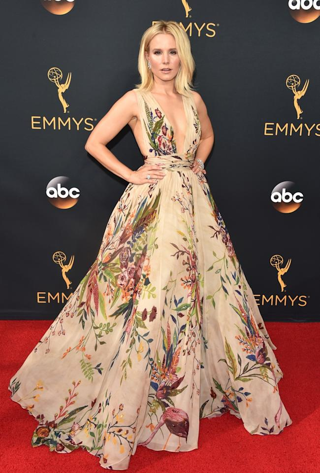 """<p>While James Corden said that Kristen Bell's dress was """"literally a duvet,"""" Bell's Zuhair Murad fall 2016 couture gown was so much better than bedding. <em>(Photo: Getty Images)</em> </p>"""