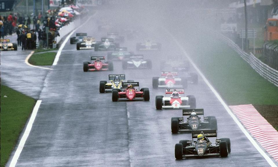 Ayrton Senna leads his Lotus-Renault teammate Elio De Angelis and the rest of the field in 1985.
