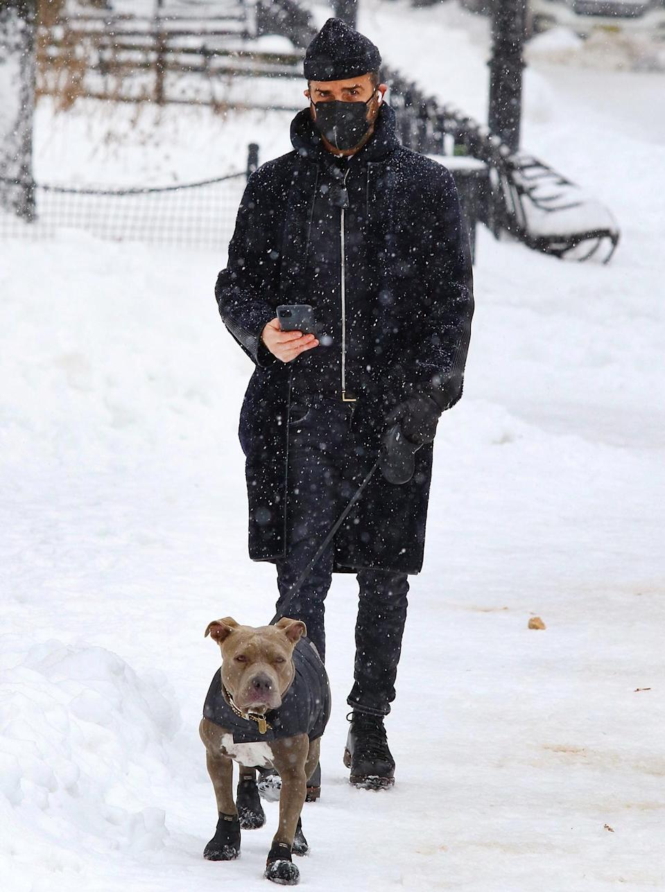 <p>Justin Theroux takes dog Kuma for a walk on Tuesday in Washington Square Park the day after N.Y.C. had almost two feet of snow.</p>