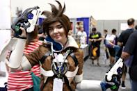 <p>Sofia Weeks dressed as Tracer from the video game <em>Overwatch</em> at Comic-Con International on July 19, 2018, in San Diego. (Photo: Angela Kim/Yahoo Entertainment) </p>