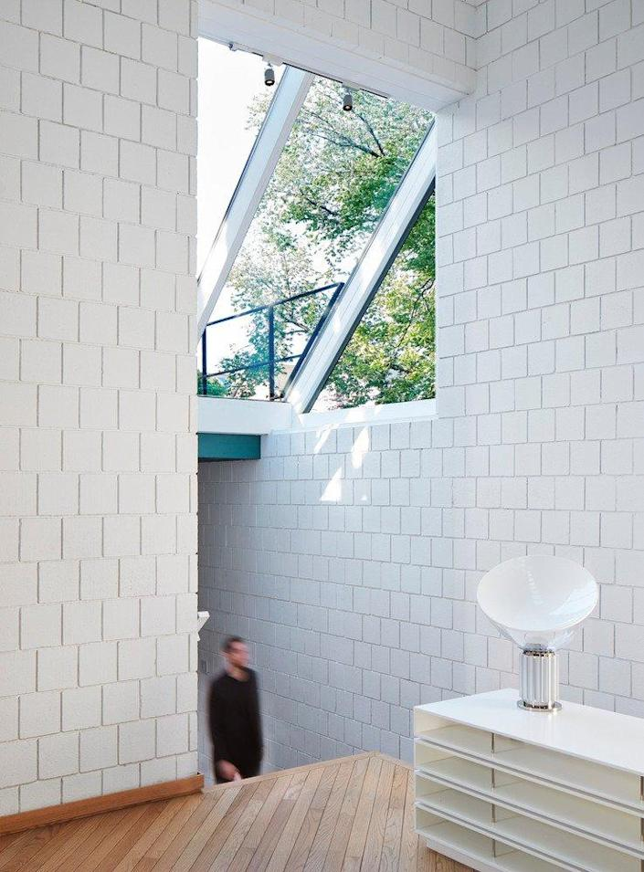 Man walks up the small entry staircase in Walter Netsch's SOM-renovated Chicago home.