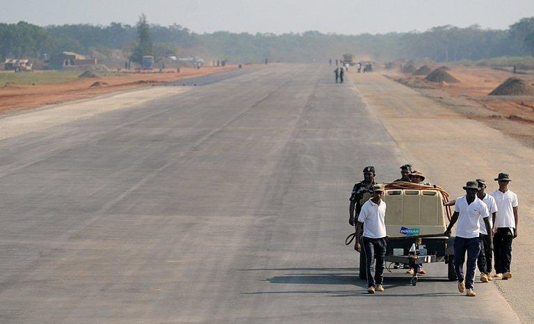 Sri Lankan air force personnel work on a new runway in northern region of Kilinochchi, on January 30, 2013. Sri Lanka on Tuesday dropped plans for a fresh $1.0 bln loan from the IMF following disagreements over how the money should be spent. Gov't wanted the loan to be spent on infrastructure while the US-based lender was only willing to hand over money to bolster the bank's foreign reserves